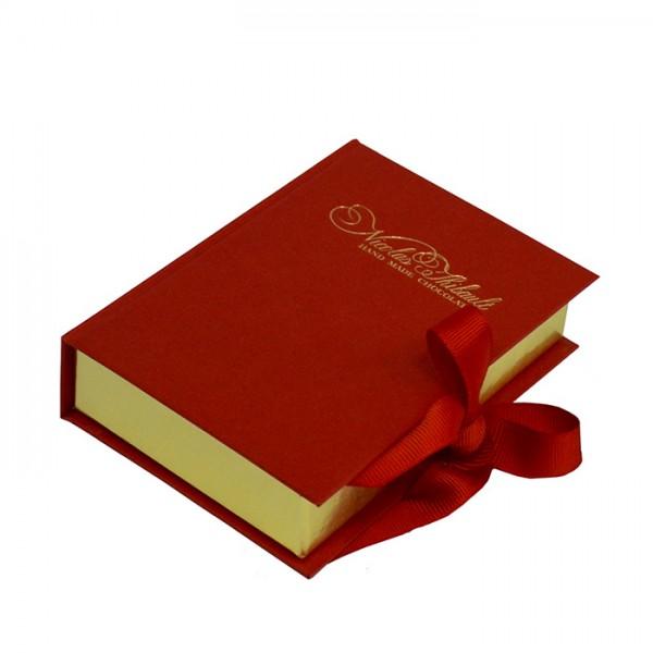 Коробка-книжка с лентами.