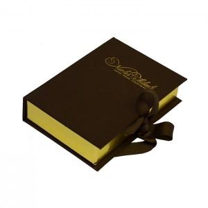Подарочная коробка-книжка с лентами.